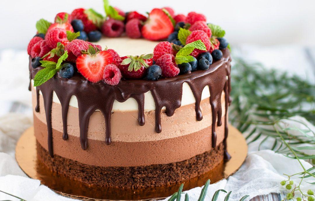 три шоколада торт 1080x692 - Торт три шоколада - пошаговый рецепт!