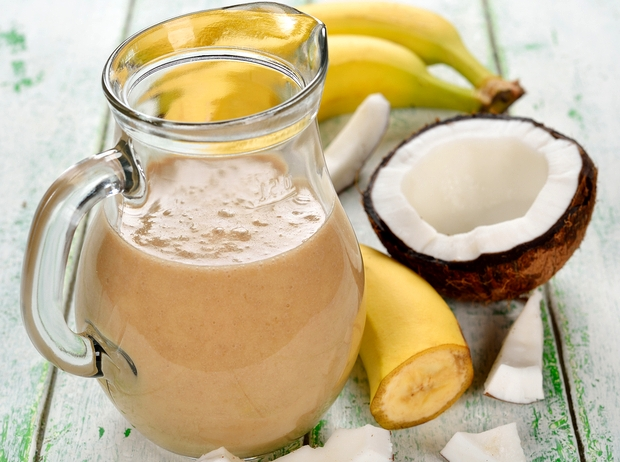 смузи с бананом и кокосом - Шоколадный смузи с бананом и кокосовым молоком