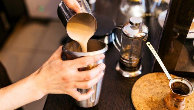 бариста 640x362 - Кофейные профессии – с дерева в чашку!